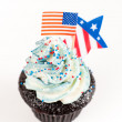 Patriotic Chocolate Cupcakes with Red and Blue Frosting for Independence Day — Stockfoto