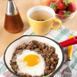 Cooked Ground Beef with Fried Egg in Middle, Served Tea — Stock Photo