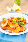 Whole Deep Fried Jumbo Shrimp with Sauteed Vegetables — Stock Photo