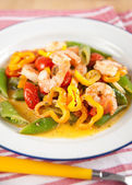 Shrimp, Tomatoes, Bell Peppers and Snap Peas Sauteed in Coconut Milk — Stock Photo