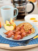Traditional Breakfast of Bacon, Eggs and Coffee with Peaches for Dessert — Stock Photo