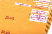 黄色いポスト手紙と封筒 — ストック写真