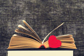 The opened book and heart — Stock Photo