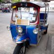 Tuktuk on street with temple background in Bangkok — Stock Photo