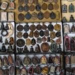 Many ancient small Buddha image amulets — Stock Photo