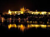 Castillo de hradcany en la noche — Foto de Stock