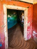 Sand in abandoned house in Kolmanskop ghost town — Stock Photo