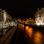 River Tepla in Karlovy Vary at night — Stock Photo