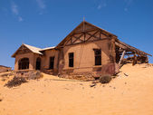 Abandoned house in Kolmanskop ghost village — Stock fotografie