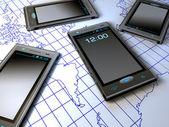 Mobiltelefoner över världskarta — Stockfoto