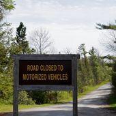 Yol motorlu araçlar işareti kapalı — Stok fotoğraf