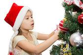 Ragazza decorazione albero di natale — Foto Stock