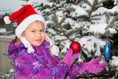 Meisje met kerstboom — Stockfoto