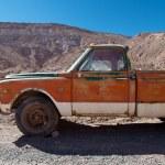 Abandoned rundown car — Stock Photo #32755725