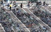 拥挤的自行车公园骑停车 — 图库照片