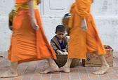 Traditional alms giving ceremony on the street of Luang Prabang, Laos — Stock Photo