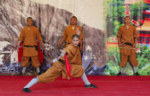 Shaolin monks do no-charge show to promote chinese martial arts. — Stock Photo
