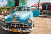 Auto d'epoca su maiali baia cuba — Foto Stock