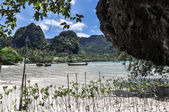 Clear water and blue sky. Beach in Krabi province, Thailand. — Stock Photo