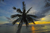 Sunset on tropical beach. Siam bay. Province Trat. Koh Chang isl — Stock Photo