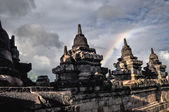Clouds and Rainbow Buddist temple Borobudur complex in Yogjakart — Stock Photo