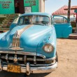 HAVANA-JANUARY 5:Vintage american car at the beach — Stock Photo