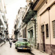HAVANA-DECEMBER 25:People and old cars in a street — Stock Photo
