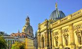 Church Frauenkirche couple in Dresden Germany — Stock Photo
