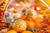 Gold Christmas ball in the basket with fruits and nuts — Foto de Stock