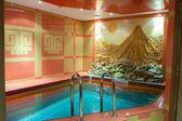 モダンなホテルで豪華なスイミング プール — ストック写真