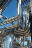 Zona industriale. tubazioni in acciaio — Foto Stock