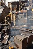 Рабочие плавления металла — Стоковое фото