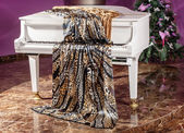 Tissue lies on the piano — Stockfoto