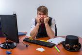 Zakenman achter bureau — Stockfoto