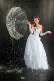 Bride standing under rain — ストック写真