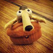 Ледниковый период, белка, орех, игрушка. Squirell, nut, toy, ice age — Stock Photo