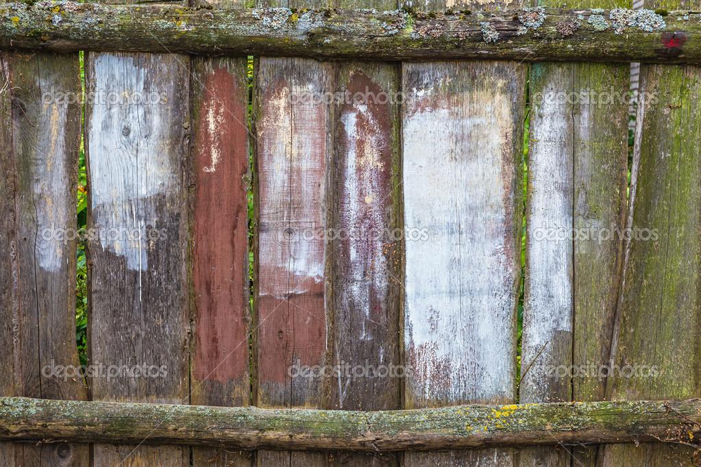 古老的木栅栏,用垂直木板背景或纹理