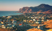 Crimea resort town with mountain and sea — Stock Photo