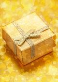 Natal e ano novo ouro presente — Fotografia Stock
