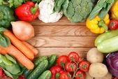 овощи на фоне древесины — Стоковое фото