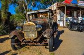 Oldtimer arrugginito sulla route 66 nel deserto del mojave — Foto Stock
