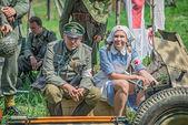 Duits officier en een verpleegster — Stockfoto