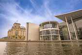 The Paul-Loebe-Haus and the Reichstag in Berlin — Stock Photo