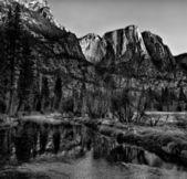 Mountains and Stream at Yosemite — Stock Photo