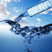 Water from water bottle — Stock Photo
