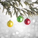 Рожденственский орнамент и дерево — Стоковое фото