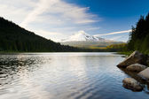 Mt Hood and Trillium Lake in Oregon — Stock Photo