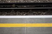Yellow line on a train platform — Stock Photo