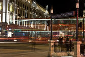 Oxford circus i london på natten. — Stockfoto