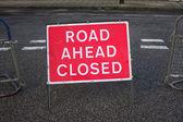 Straße weiter geschlossen — Stockfoto